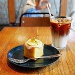 門前仲町 おすすめカフェ MONZ CAFE モンズカフェ カフェラテ レモンパウンドケーキ