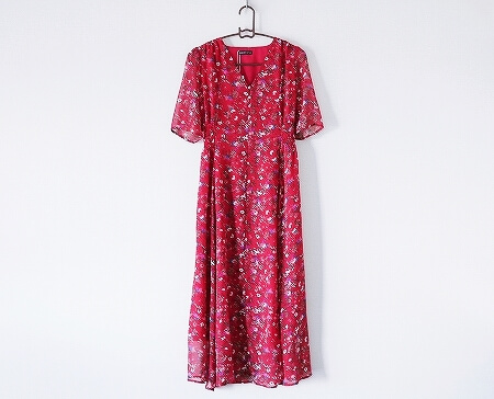 赤い小花柄ロングワンピース マキシワンピース 着画 かわいい おすすめ 半袖