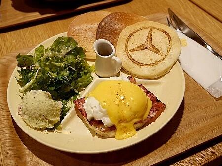 羽田空港 おすすめグルメ エッグセレント・バイツ エッグタルト メルセデスベンツ カフェ エッグベネディクト
