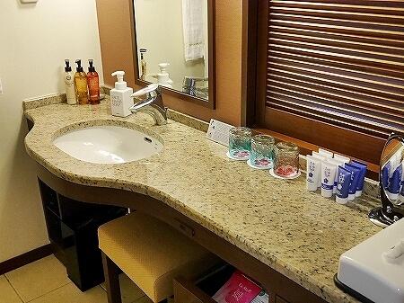 宮古島東急ホテル&リゾーツ 室内 オーシャンウィング 宮古島旅行記 ブログ バスルーム 洗面所 アメニティ