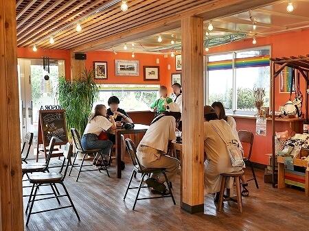 宮古島旅行記 あおぞらパーラー 来間島 おすすめカフェ スムージー AOSORAパーラー 店内