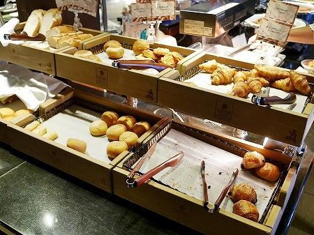 宮古島旅行記 宮古島東急ホテル&リゾーツ シャングリ・ラ 朝食ビュッフェ バイキング パン