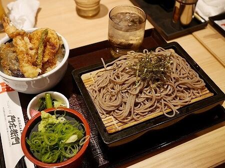 羽田空港第2ターミナル 国内線 おすすめレストラン グルメ てんぷら・そば 門左衛門 ざるそば 天丼