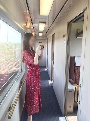 東武鉄道 特急 スペーシア個室 きぬ 室内 おすすめ 鬼怒川温泉旅行記 ブログ コンパートメント 廊下