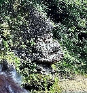 鬼怒川温泉でライン下り 行き方 料金 所要時間 乗り場 場所 値段 鬼怒川温泉旅行記 ブログ 景色 ゴリラ岩
