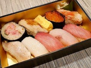 銀座 鮨 たじま コスパ良くて美味 銀座三越の催事で買えるおすすめテイクアウトお寿司 ばらちらし 三越限定握り