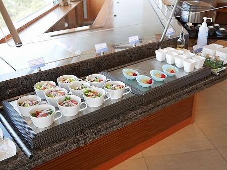 伊豆ホテル リゾート&スパ宿泊記 朝食 レストラン 洋食 和食 ビュッフェ 伊豆熱川旅行記 サラダ フルーツ